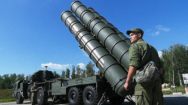 """Mỹ tập kích tên lửa Syria: S-400 Nga và trò """"mèo vờn chuột"""" nguy hiểm nhất thế giới"""