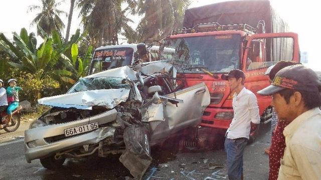 Tông xe liên hoàn, 3 người thoát chết trong gang tấc