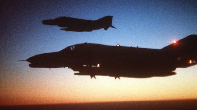 """B-52 Mỹ hút chết do """"quân ta bắn quân mình"""""""