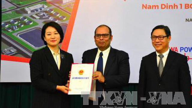 Trao giấy chứng nhận đầu tư dự án 2 tỷ USD