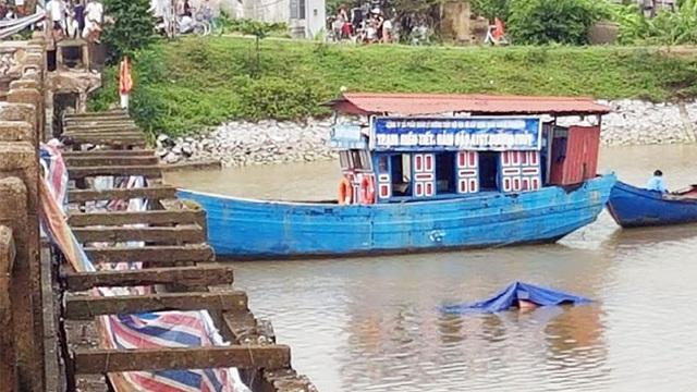 Đã điều tra làm rõ nguyên nhân vụ tàu chở cát đâm sập cầu Sông Hoàng