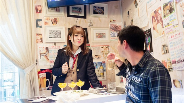 Những chiếc váy nữ sinh nhức nhối trong các quán cà phê mại dâm tại Nhật