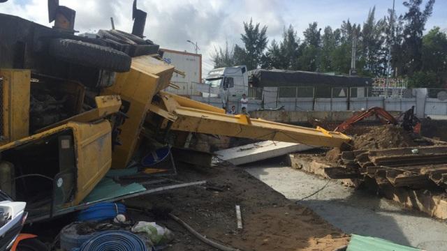 Sập cần cẩu trăm tấn giữa Sài Gòn, 1 công nhân bị thương