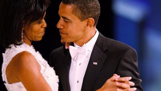 Kỉ niệm 25 năm ngày cưới, bà Obama đăng hình gây sốt