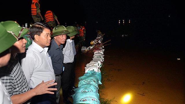 Chủ tịch UBND TP Hà Nội: Không để bất cứ người dân nào gặp nguy hiểm khi mưa lũ tràn về