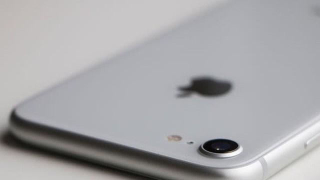 Bộ đôi iPhone 8/8 Plus thất trận trên quê nhà Samsung