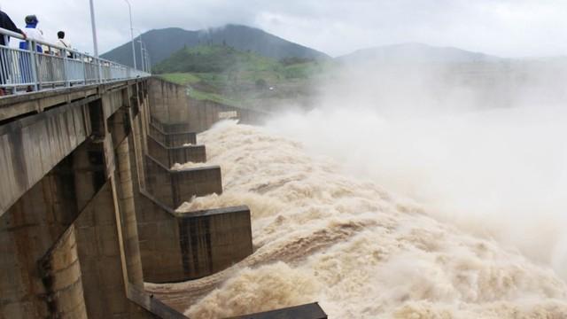 Thủy điện ồ ạt xả lũ xuống hạ lưu sông Ba