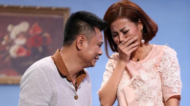 """Phan Hương """"Người phán xử"""" khóc nấc trước người cha tù tội"""