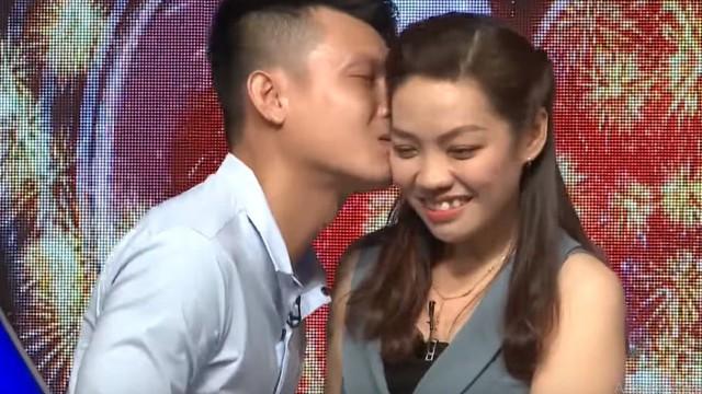 Bạn muốn hẹn hò: Cô gái nhận nụ hôn đầu từ chàng trai bị người yêu bỏ vì một bức ảnh