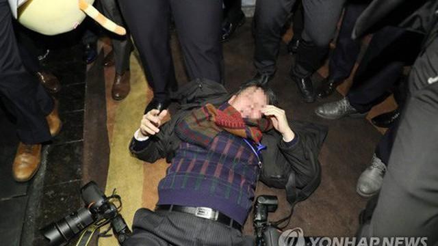 Một phóng viên đi theo TT Hàn Quốc bị 15 nhân viên an ninh Trung Quốc vây đánh nhập viện