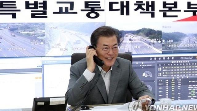 Tài xế Hàn Quốc giật mình vì Tổng thống vào vai phóng viên giao thông