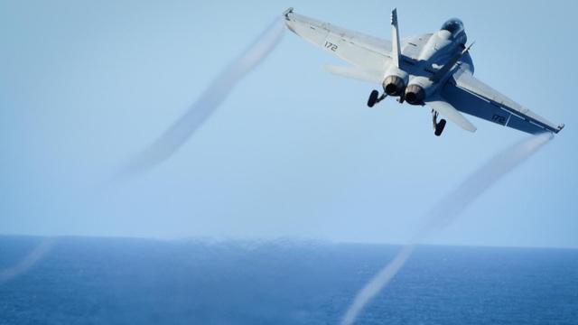 Lầu Năm Góc: UAV Iran suýt đâm, buộc chiến đấu cơ Mỹ phải né tránh trên Vịnh Ba Tư