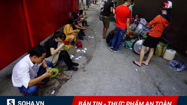 """""""Cứ hoà vào nước là bán thôi"""": Người Việt thích ăn chỗ bụi, bẩn, giờ lại còn phải uống độc"""