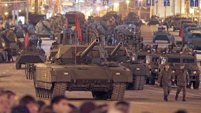 Quân đội là then chốt trong chính sách đối ngoại của Nga: Putin đang cầm con dao hai lưỡi