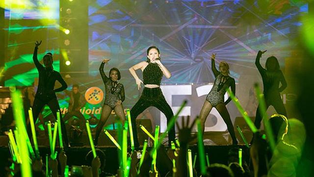 Tóc Tiên tự tin khoe hit mới trước 5000 khán giả