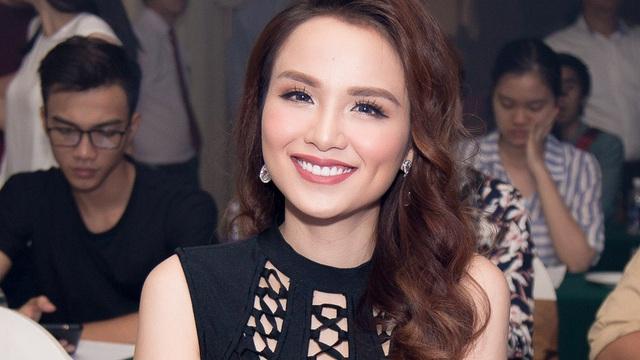 Hoa hậu Diễm Hương khoe  vẻ đẹp gái một con