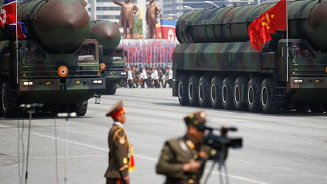 Triều Tiên khoe tên lửa đạn đạo liên lục địa trên khung gầm của Trung Quốc?