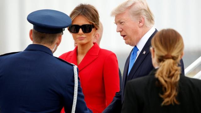 """Ông Trump đã đến Paris đúng lúc cần """"tránh bão"""" ở Washington nhất"""