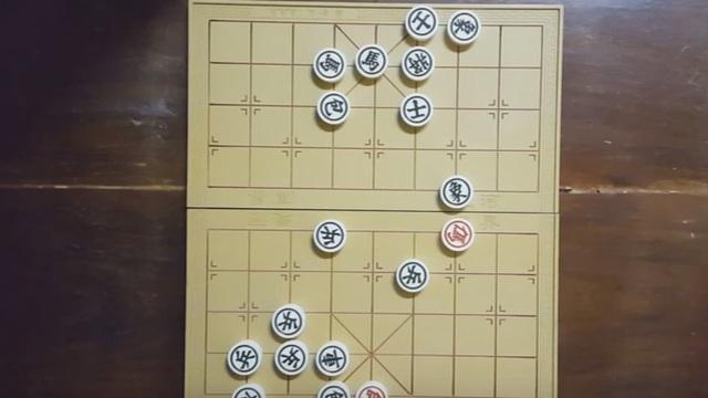 """Thế cờ kinh điển """"đơn mã diệt quần ma"""", bạn nghĩ bên nào sẽ thắng?"""