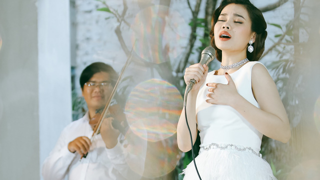 Giang Hồng Ngọc hoá quý cô đài các trong MV mới