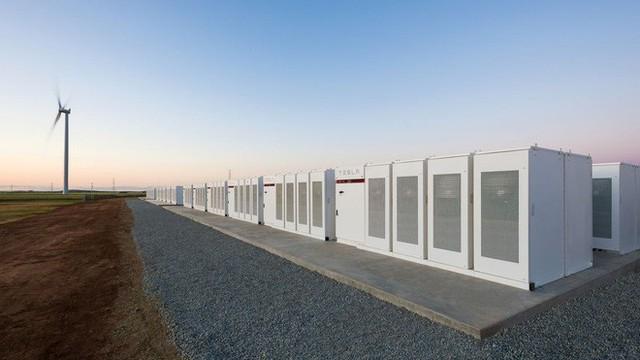 Hệ thống pin khổng lồ của Elon Musk ở Úc thu về gần 1 triệu USD chỉ trong vài ngày