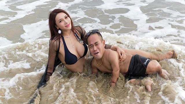 Cung Nguyệt Phi khoe ảnh tắm biển với bạn trai cao 1m