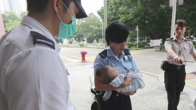 Mẹ chết lặng khi phát hiện con 3 tháng tuổi tử vong trên giường không một vết thương và sự thật khiến cô ân hận