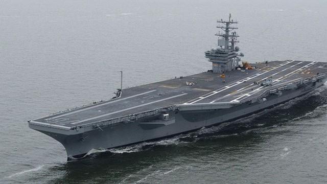 200 người Hàn Quốc chèo thuyền chặn đầu tàu sân bay Mỹ