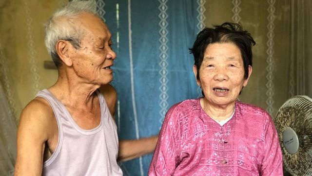 Cháu gái khoe bức ảnh ông nhìn bà trìu mến, kể chuyện họ chăm nhau, ai cũng mong hạnh phúc tương tự khi về già