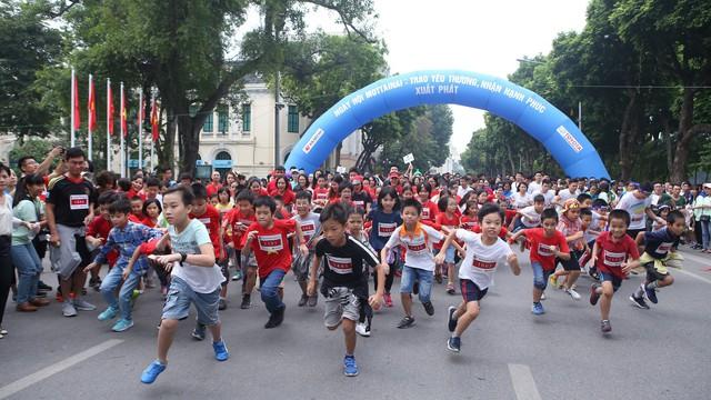 Hơn 1.000 người tham gia chạy vì trẻ em bị tai nạn giao thông