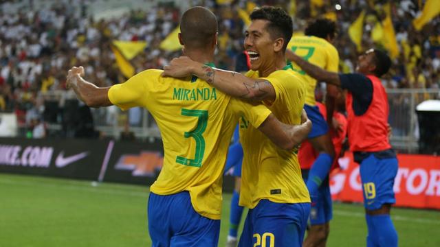 """Vắng Messi, Neymar hạ gục Argentina sau màn ăn vạ """"thần thánh"""""""