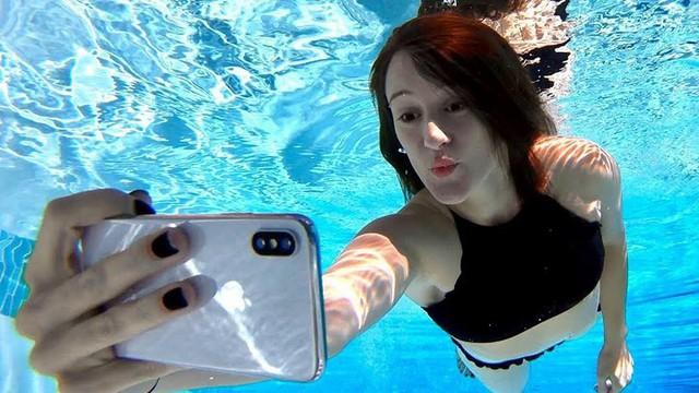 iPhone X bị ngâm dưới biển 8 tiếng nhưng vẫn sống sót và hoạt động bình thường