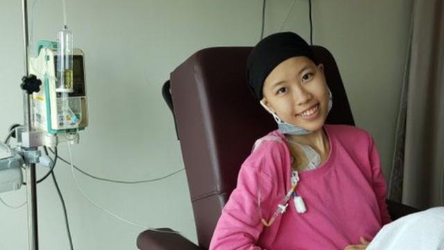 """Con gái 19 tuổi của đạo diễn """"Những ngọn nến trong đêm"""" tái phát ung thư, giấu bố tìm kiếm sự giúp đỡ"""