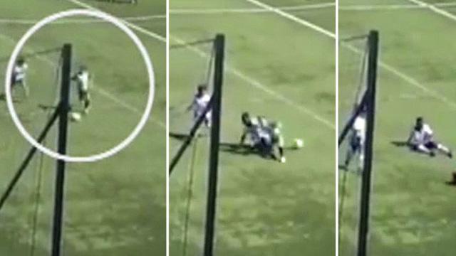 Chứng kiến cầu thủ nhí bị đối thủ đá gãy chân, trọng tài có hành động gây phẫn nộ