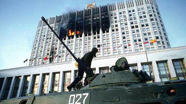 """Nhà báo Canada kể về trận """"mưa đạn"""" rung chuyển nước Nga trong vụ chính biến năm 1993"""