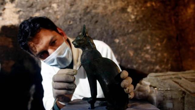 Phát hiện hàng chục xác ướp mèo trong ngôi mộ cổ ở Ai Cập