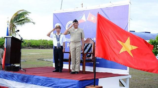 Hải quân Việt Nam và Philippines giao lưu trên đảo Song Tử Đông