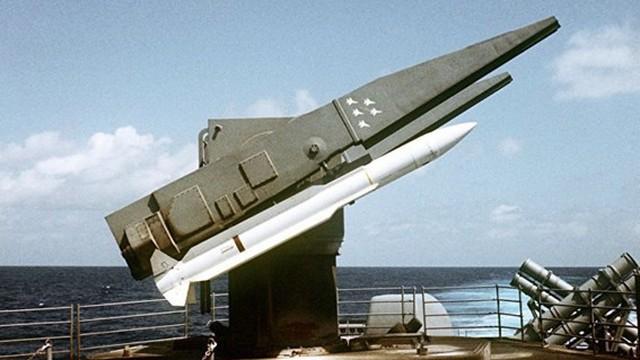 Sức mạnh của hệ thống tên lửa phòng không S-300F và Standard Missile