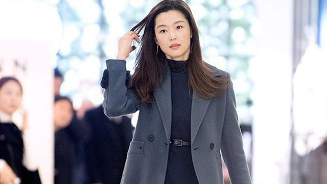 """""""Mợ chảnh"""" Jun Ji Hyun tái xuất, một cái vuốt tóc cũng nhận vạn lời khen"""