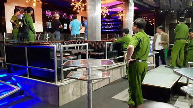 Hỗn chiến trước quán bar ở Sài Gòn, thanh niên bị bạn trong nhóm ném nhầm tử vong