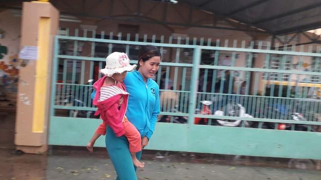 Tiền Giang thoát bão, người dân sơ tán trở về nhà