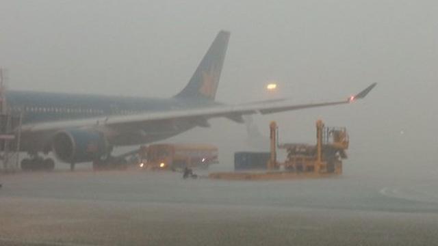 Mưa lớn trong đêm, nhiều chuyến bay đến Tân Sơn Nhất phải quay ngược lại Thái Lan