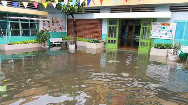 Nhiều trường ở TP HCM tiếp tục cho học sinh nghỉ học