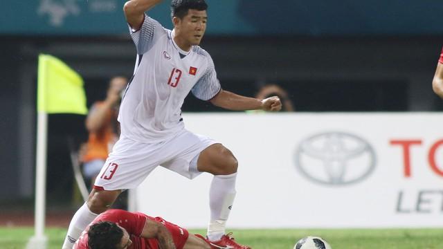 """Tại sao HLV Park Hang-seo quyết tâm mang """"chân gỗ"""" Hà Đức Chinh tới AFF Cup?"""