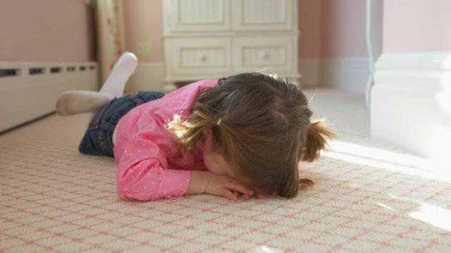 Trẻ con trước 6 tuổi mà có 4 biểu hiện này, bố mẹ phải sửa ngay trước khi quá muộn!