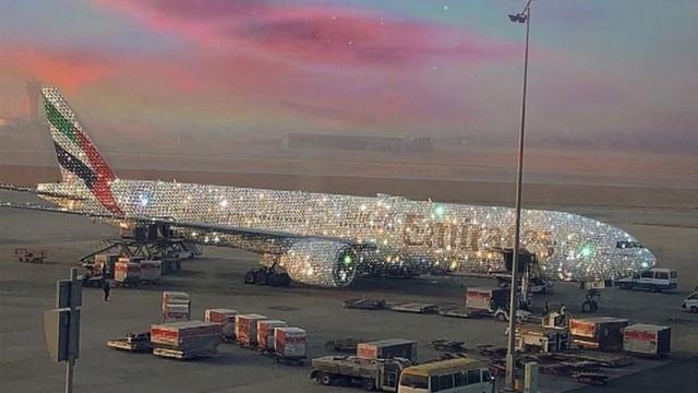 Sự thật sau bức ảnh máy bay phủ kín kim cương khiến dân tình xôn xao