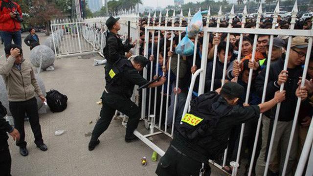 Gần 1000 CSCĐ đảm bảo an ninh trật tự trước và sau trận chung kết AFF cup