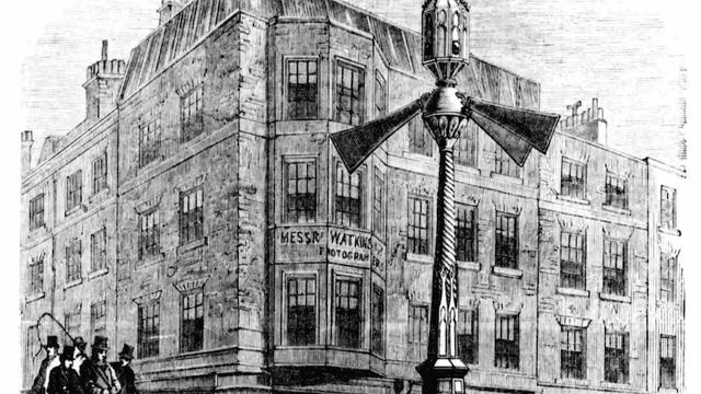 Đèn hiệu giao thông đầu tiên trên thế giới ra đời như thế nào?