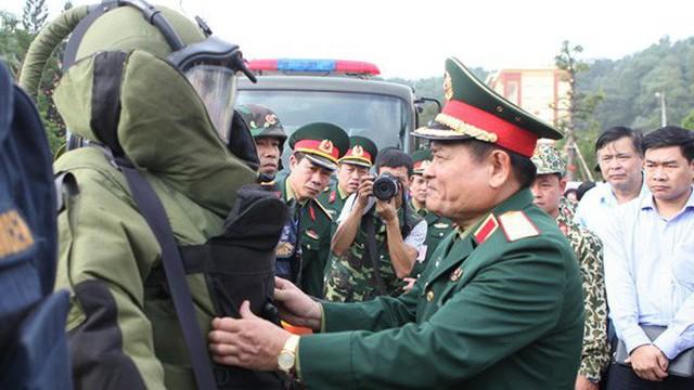 Trang bị các vũ khí đặc chủng hiện đại cho lực lượng Đặc công