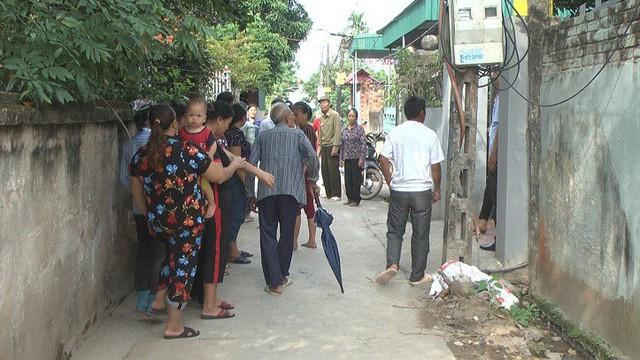 Hưng Yên: Con gái mua xăng về nhà chốt cửa, dội lên người rồi ôm mẹ châm lửa đốt